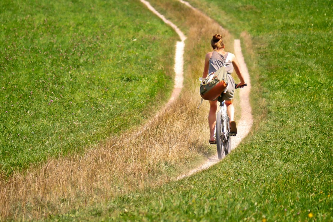 cyclists-2915140_1920